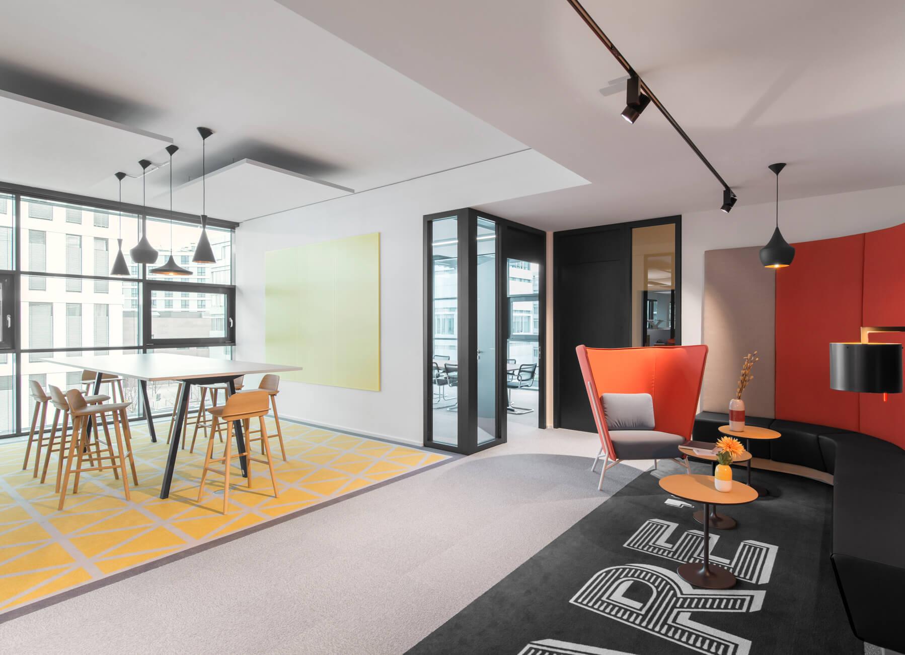 HL Loop SPECIAL MADE-Unibail Head office Dusseldorf-Germany